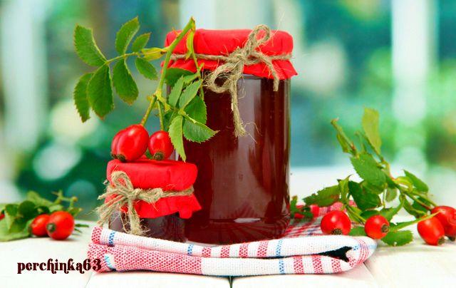 Сироп из плодов шиповника   Шиповник заслужено занимает первое место по содержанию витамина С. Всего несколько сушеных ягод нужно организму ,чтобы получить достаточное количество аскорбиновой кислоты на целые сутки. А ведь этот витамин не только защищает нас от инфекций, он помогает усваиваться железу, снижает артериальное давление, защищает клетки от избытка свободных радикалов.Шиповник лидирует и по наличию в нем каротина. Это вещество близкое в витамину А, которое также укрепляет…