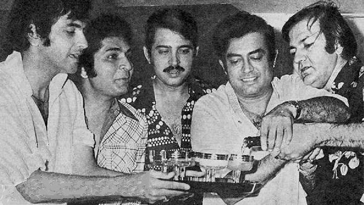 Jeetendra, Asrani, Rakesh Roshan, Sanjeev Kumar and Prem Chopra.