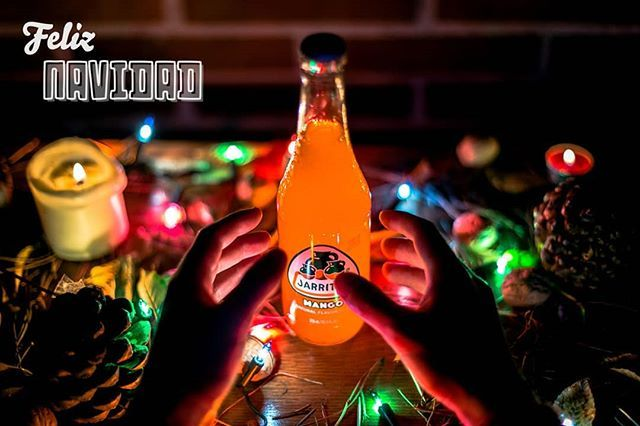 ¡Os deseamos una Navidad #supergood ! 🎄🎄🎄 #jarritosespaña #feliznavidad #navidad #fun #instadrink #decoracionnavideña #lucesnavidad #winter #merrychristmas #navidad2017 #nochebuena #felicesfiestas #fun #regalos #familia #drinks  #refresco #natural #mango #hechoenmexico #since1950