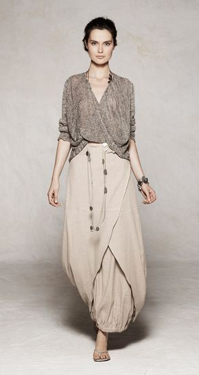 Sarah Pacini. I want to wear this in the desert...next time I go to the middle east...I'm rocking this look.