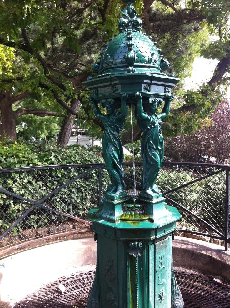 Fontaine Wallace Au Sacré-Coeur à Paris