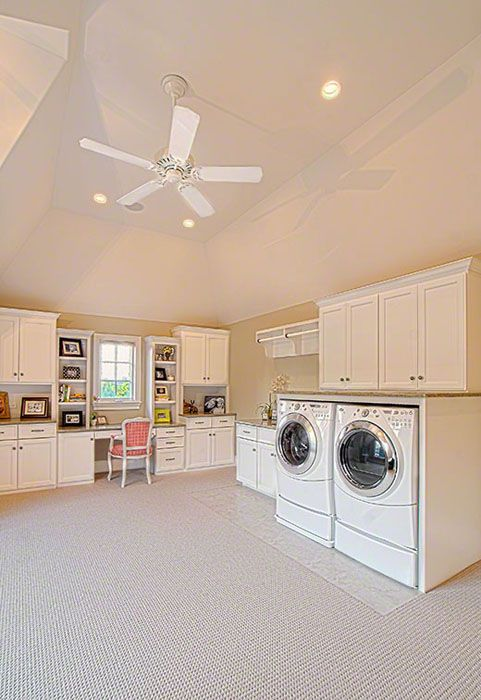 can you imagine?? a huge laundry/craft room?!?!? Someday...