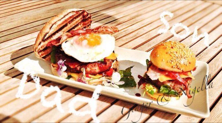 Il Patty - Hamburger è il termine che si usa per indicare la polpetta schiacciata che viene inserita all'interno del bun (panino). Ricetta passo passo.