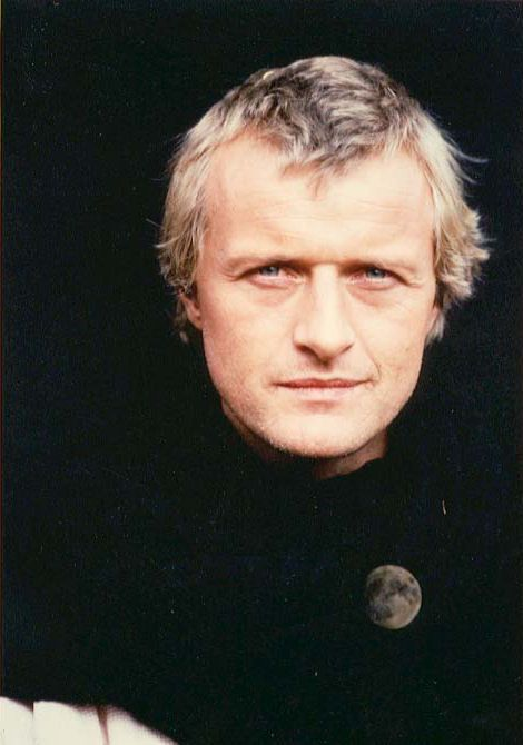 Younger Rutger Hauer... yummm All smoldering and sexy. Had a huge crush on him as a kid watching Ladyhawke. :)
