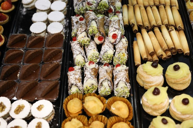 Domenica dolce e festosa con i mignon di Alba Caffè #mignon #pasticceria #altapasticceria #dolcetti #pasticcini #buonadomenica #albacaffè