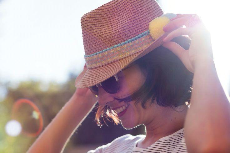 """#hazlotumisma o #telohacemosnosotros Para customizar este sombrero básico, hemos utilizado los siguientes materiales: Cinta etnica Mini madroños Pompones de lana  """"Si te emociona lo que haces... Estás creando❤️!"""""""