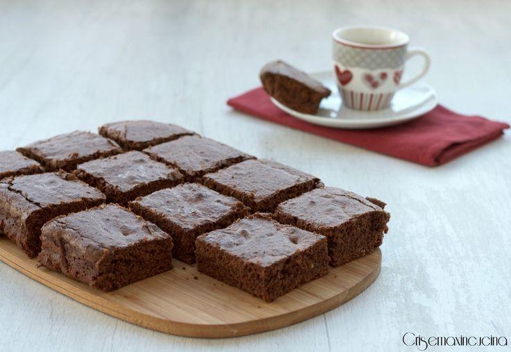 I BROWNIES CON CAFFE' E NUTELLA, semplici dolcetti perfetti per terminare in dolcezza il pasto assaporando un buon caffè, ideali per ogni occasione