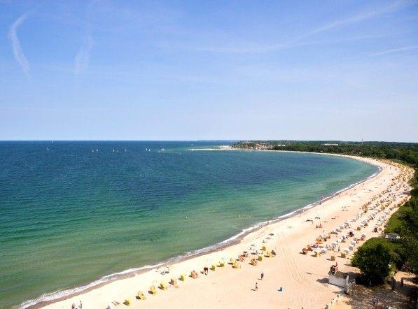 är vid det bästa läget vid Timmendofer strands härliga strand njuter du av utomhusjacuzzins varma massagestrålar, bastar, badar i de generösa poolerna, bara kopplar av och låter blicken vila i horisonten Du kan välja blanda många sköna behandlingar. Ja, golfen - den är bra den med!