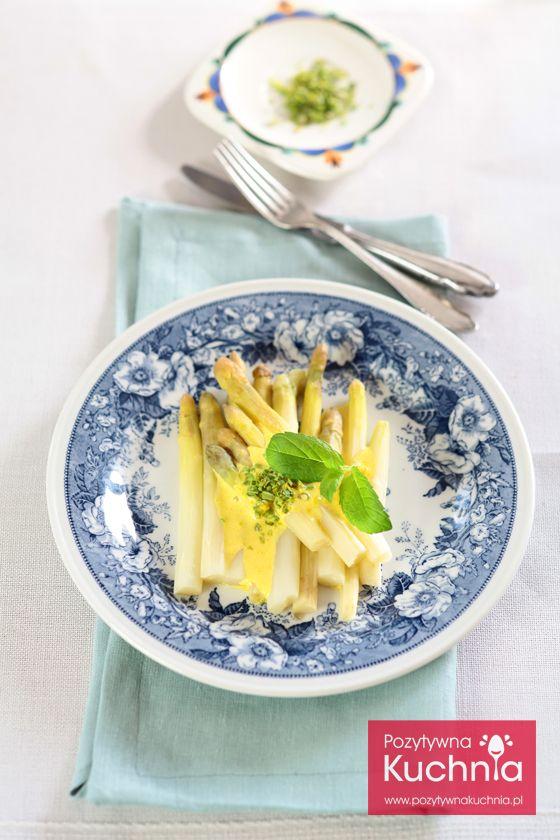 #przepis na #szparagi w sosie holenderskim - jak zrobić szparagi z sosem holenderskim krok po kroku  http://pozytywnakuchnia.pl/szparagi-z-sosem-holenderskim/  #kuchnia #obiad #kolacja