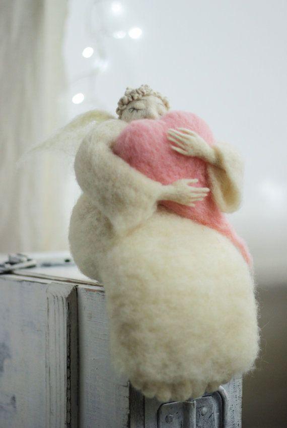 Nadelfilz Angel - verträumt Angel mit einem großen rosa Herzen - Nadel Filz - Kunst-Puppe