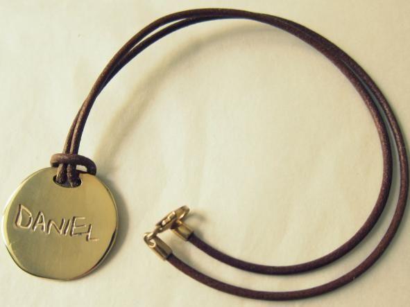 medalla AMSTERDAM con los nombres que tú quieras. unycojewels.com