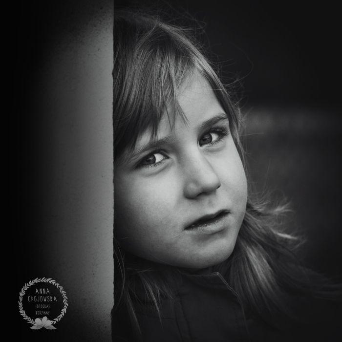 A girl. B&W Portrait Anna Chojowska-Szymańska. Children & Family Photography. Krakow