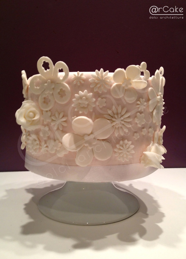 white flowers cake  www.arcake.it  http://www.facebook.com/pages/rcake/275124219229785
