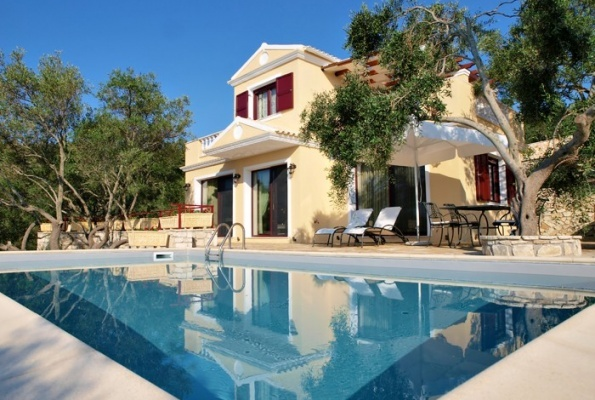 The three high-quality villas Triena, offer privacy and luxury with all the amenities you can have in a luxury hotel. With an emphasis on aesthetics and comfort, but by focusing on Ionian architecture and integration into the landscape.
