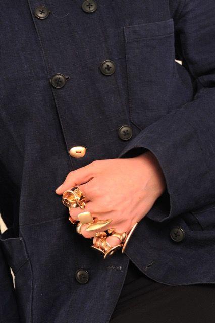 ph: gianluca widmer  jew: natsuko toyofuku  mod: anara #schmuck #jewels #bijoux #gioielli #bronze #bronzo #silver #argent  #fashion #accessories #accessoires #fashionblogger #blogger #addictedtophotography #addictedtojewelry