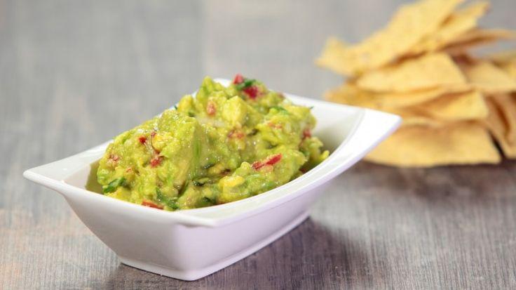 Ricetta Guacamole: Il guacamole una delle salse più famose nel mondo! Adatta per una cena tra amici! Con pochi semplici passaggi  farete assaggiare ai vostri ospiti una splendida salsa messicana!