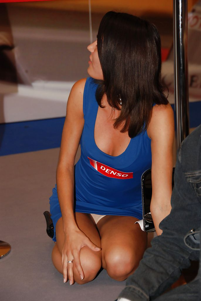 Love her Girls in upskirt αυτοί