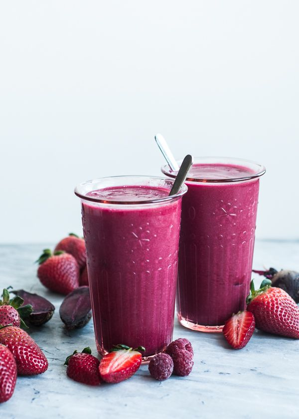 2 cups fresh or frozen strawberries 1 cup fresh or frozen raspberries 1 apple, cored and cut into quarters 1/4 cup diced beets 1 cup coconut water or 100% apple juice (unsweetened) #kombuchaguru #juicing Also check out: http://kombuchaguru.com