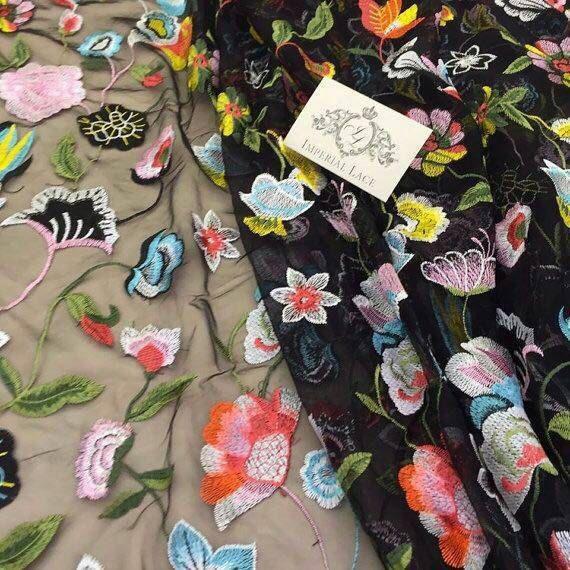 Zwarte Tule stof met multicolor bloemen, Embroidered lace Franse kant bruids lace bruiloft lace avondjurk kant Lingerie lace Skirt Lace