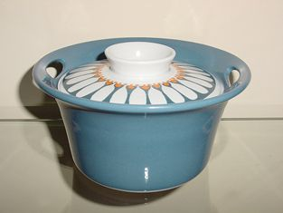 "Figgjo Flint Turi design ""Daisy"" round covered casserole ..."