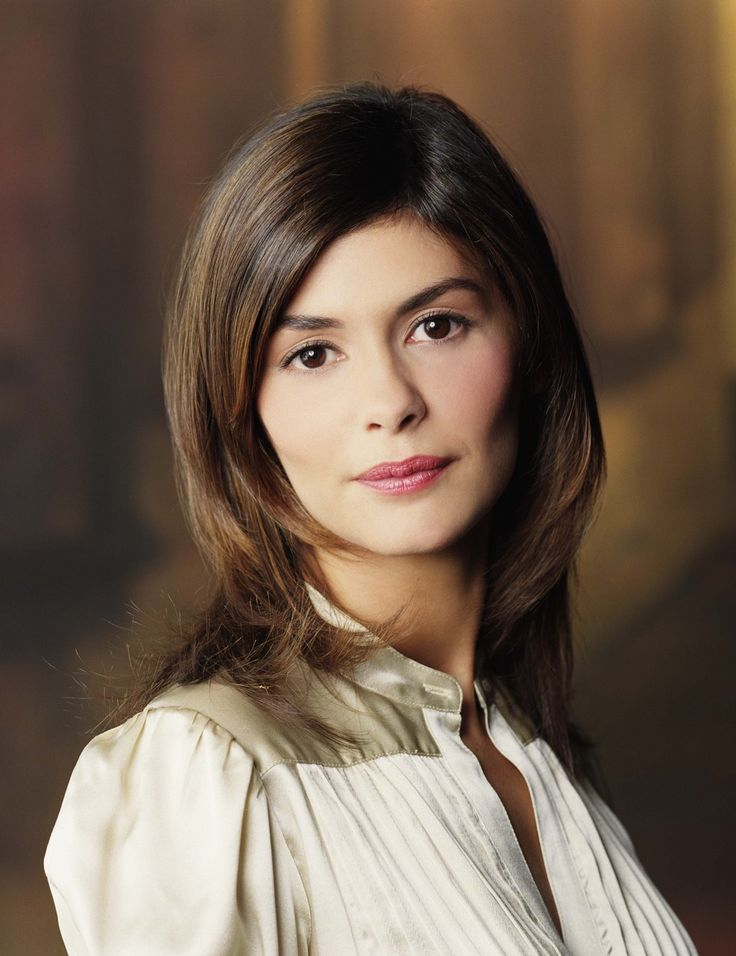 Audrey Tautou Hair Color Formula - 1) Base:  2N (1 1/2oz)  Mix with: 20 volume developer (1 1/2oz)  2) Highlighted area:  1 Scoop of White Powder with 2 Scoops of 10 volume creme activator  Process: 15 minutes under dryer (104-106°F), 15 minutes cool down [Continued]