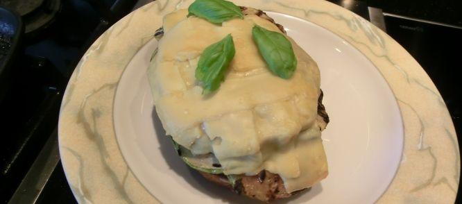 Brood Met Gegrilde Groente En Hamburger (Vega) Uit De Oven recept | Smulweb.nl