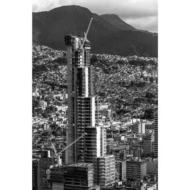 Torre Bacatá / Beautiful Bogotá 013 #torrebacata #garcasphotographer #igersbogota #igerscolombia #loves_southamerica #loves_bogota #ig_bogota #ig_colombia #torrecolpatria #skyscraper #bogotacity #centrodebogota