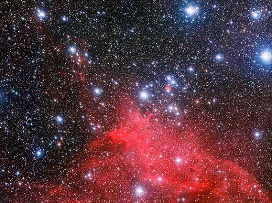 Astrónomos do ESO capturaram a melhor imagem até agora das nuvens curiosas ao redor do aglomerado de estrelas NGC 3572.