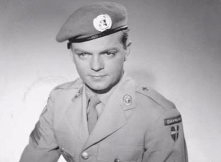 som RAS Sergent og militærpolitiet, i Soldaterkammerater på vagt fra 1960.