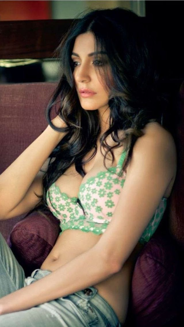Anushka Sharma...lv d green color!