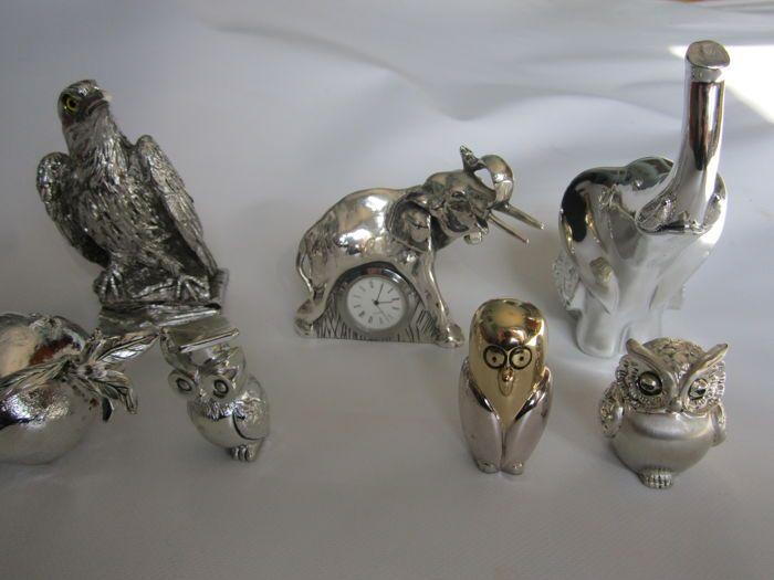 Zilver en zilveren blad beeldjes - ondertekend  Italië uitstekende conditieOlifant hoogte cm 15 - gewicht: 358 gr - zilver door Gai MattioloOlifant met klok hoogte 10 cm - gewicht 224 gram - zilver door OttavianiEagle hoogte 14 cm. gewicht 357 gram - ondertekend zilveren laminaatGranaatappel hoogte: 6 cm - lengte: 9 cm - gewicht 196 gram - zilveren laminaatUil hoogte 6 cm - gewicht: 68 gr - zilverUil met hoed - hoogte: 6 cm - gewicht 45 gram - zilverGestileerde uil - hoogte 7 cm - gewicht 61…