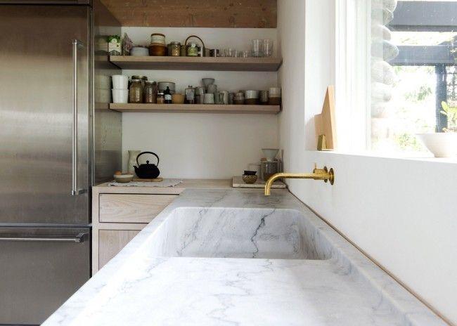 Prachtig huis in de bergen met white-washed hout en keukenblad van marmer - Roomed