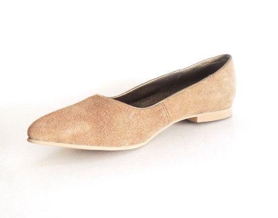 Lau Light Brown Suede Flat. Braunes WildlederFlache Schuhe WildlederWochenendmodeHellbraune  TöneAuthentizitätFlache Schuhe