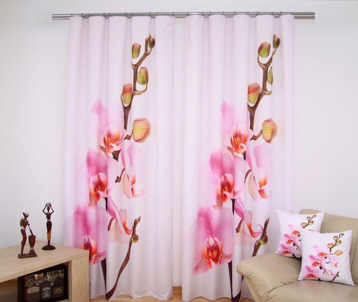 Jednodílný závěs na okno růžové barvy s orchidejí