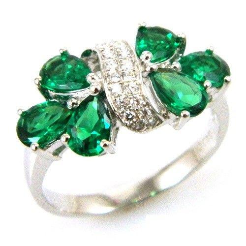 Inel Glamour Emerald by Borealy Argint 925 http://www.borealy.ro/bijuterii/inele/pietre-pretioase-safir-rubin-topaz-ametist/inel-glamour-emerald-by-borealy.html