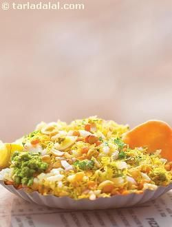 Sukha bhel, the best medicine for sudden hunger pangs, be it on a noisy railway platform or a quiet roadside! this dry, non-messy variation of bhel can be stuffed in as a quick meal even as you rush to work. You may add veggies like tomatoes etc if you wish to make it an even more enjoyable and wholesome snack.