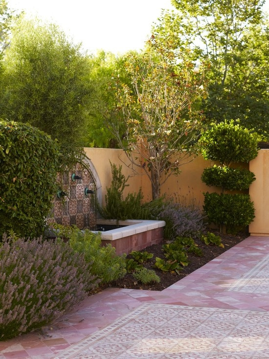 1000 images about front courtyard ideas on pinterest On landscaped courtyard walls