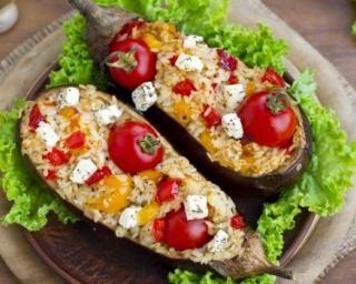 Aubergines farcies au riz, légumes et féta : http://www.fourchette-et-bikini.fr/recettes/recettes-minceur/aubergines-farcies-au-riz-legumes-et-feta.html
