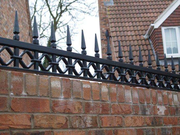 R8 Distinctive Wall Top Railings To Match Electric Gates
