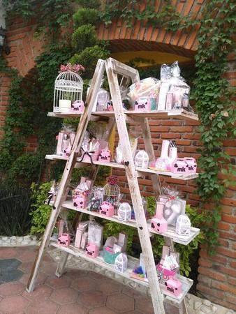Escaleras vintage con dulces candy bar escaleras vintage for Decoracion de frutas para fiestas infantiles
