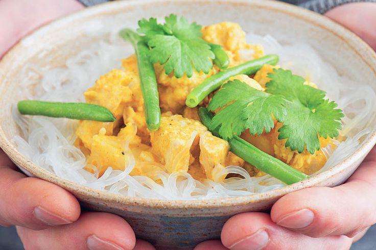 Indisk vegetarisk kormagryta. Vilken fröjd, en vegetarisk kormagryta som är som gjord för gewurstraminer, pinot gris eller riesling  #recept #mat #vego #vegetarisk #indisk #korma