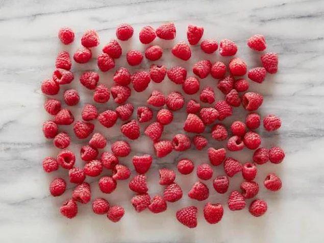 100 adet ahududu = 100 kalori Ahududular hem antioksidan hem de tansiyonu düşürüyor.