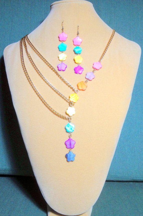 Asymmetrische Parelmoer Bloem Rainbow Chain ketting en oorbel set / Parelmoer ketting / Collier