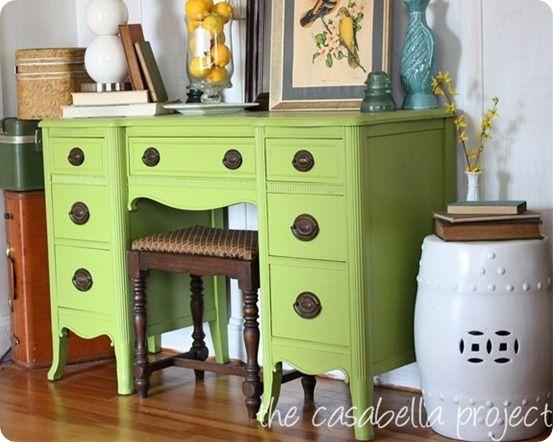 Vintage green desk cute yard sale finds repurpose for Cute vanity desk