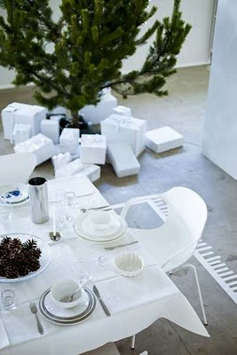 *: White Simplicity, All White, White Tables, Beautiful Christmas, Holidays Ideas, Christmas 2, White Christmas, Minimal Christmas, Christmas Ideas
