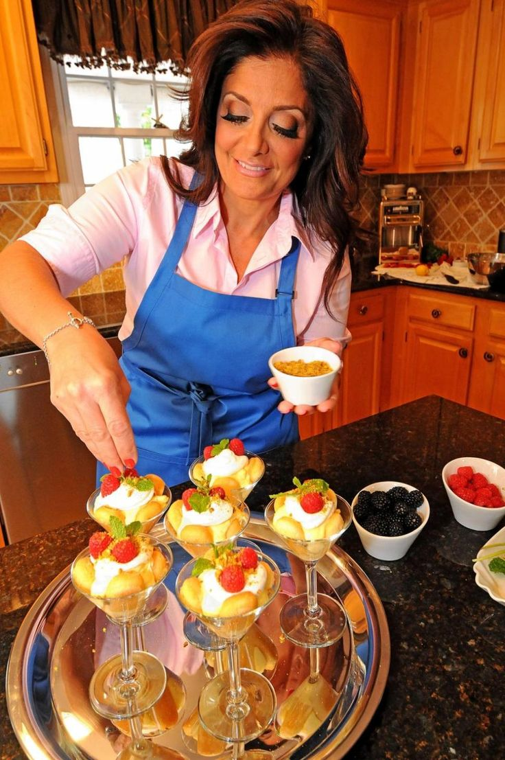 kathy wakile nydailynews | Kathy Wakile garnishes the Capri Mia Tiramisu from her new dessert ...