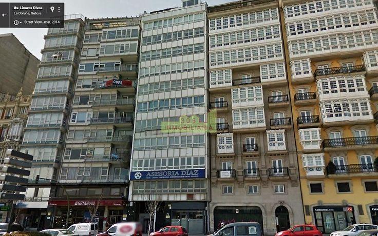 Oficina en la cuarta planta de edificio con ascensor situado en una de las mejores zonas de A Coruña, con todo tipo de servicios en su entorno. Céntrica, frente al puerto, luminosa, válida para cualquier negocio. 303 m2, acondicionada, con varios despachos, 2 baños y plaza de garaje. ¡¡Infórmese!!