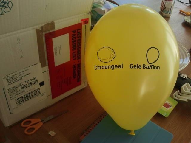 Hoeveel gele ballonnen passen er in een Saab 9-5?!?