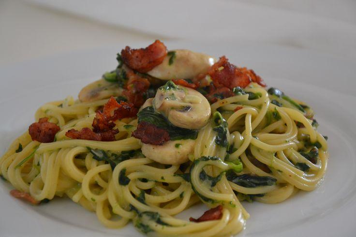 Cremet spaghetti med champignoner og bacon