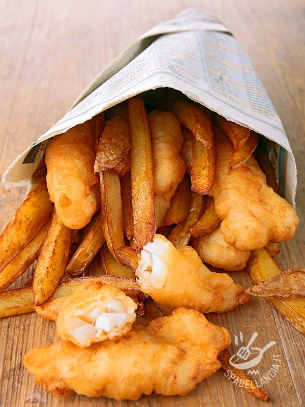 Il Cartoccio di nasello fritto è un secondo a base di pesce croccante e davvero gustoso. Una vera prelibatezza molto facile e veloce da preparare.